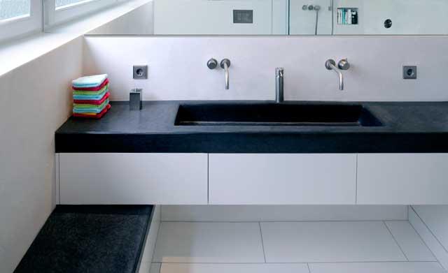 raumwunder bad auf 6 qm waschbecken wc. Black Bedroom Furniture Sets. Home Design Ideas