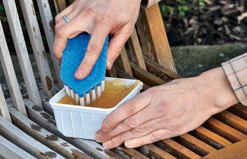 Teakholz Pflegen | Gartenmöbel | Selbst.de Teakholz Gartenmobel Tipps Tricks Pflege
