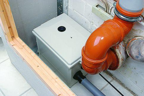 abwasserpumpe installieren waschbecken wc. Black Bedroom Furniture Sets. Home Design Ideas
