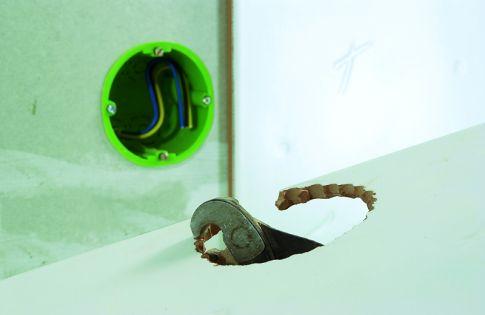 fliesen schneiden l cher bohren bad fliesen. Black Bedroom Furniture Sets. Home Design Ideas