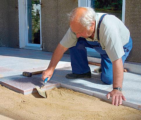 terrasse mit betonplatten steinterrasse. Black Bedroom Furniture Sets. Home Design Ideas