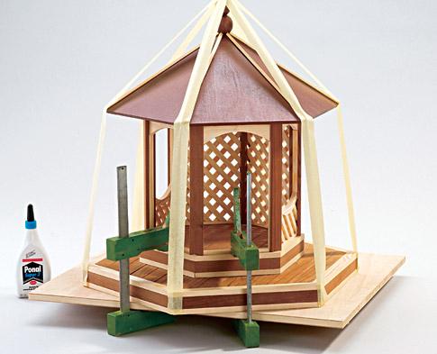 Vogelfutterhaus - Dach & Geländer bauen: Schritt 7 von 12