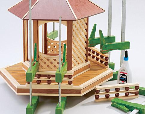 Vogelfutterhaus - Dach & Geländer bauen: Schritt 11 von 12
