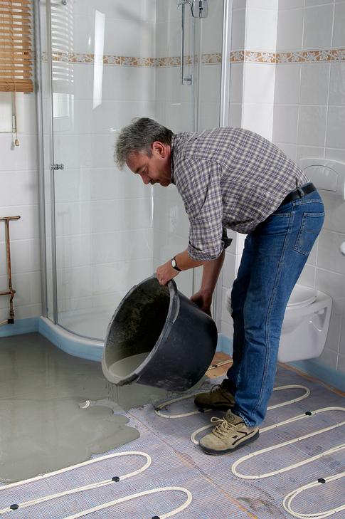 die fu bodenheizung ausbringen der ausgleichsmasse k che bad sanit r. Black Bedroom Furniture Sets. Home Design Ideas