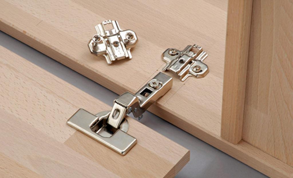 badschrank hoch badschrank mit w schekippe in wei. Black Bedroom Furniture Sets. Home Design Ideas