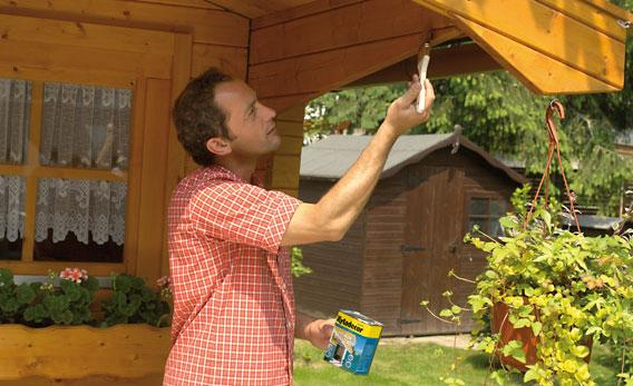 Gartenhaus streichen: Schritt 3 von 4