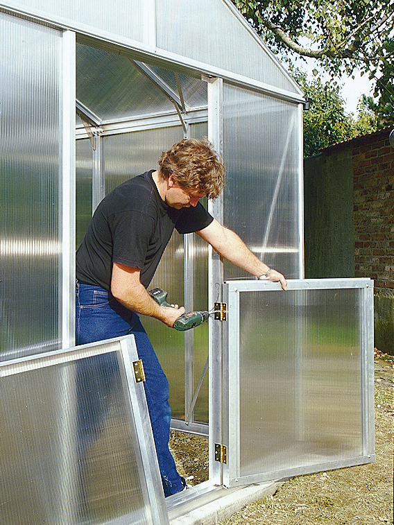 Gewächshaus-Tür einbauen