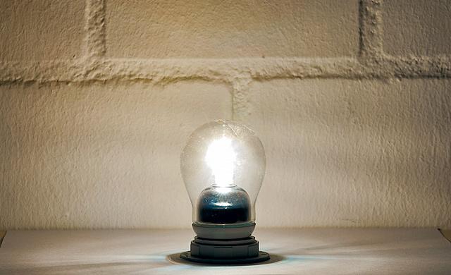 licht test gl h halogen und energiesparlampen elektro leuchten. Black Bedroom Furniture Sets. Home Design Ideas