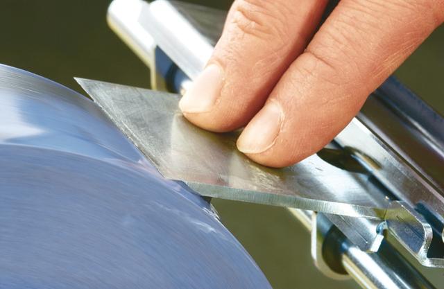 Praxis-Tipp: Holzhobelmesser richtig schleifen - Schritt 3 von 4