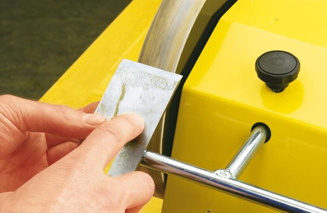Praxis-Tipp: Holzhobelmesser richtig schleifen - Schritt 4 von 4