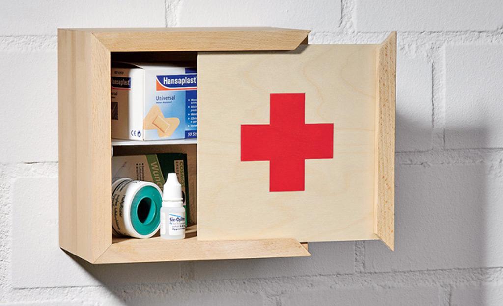 holz medizinschrank. Black Bedroom Furniture Sets. Home Design Ideas