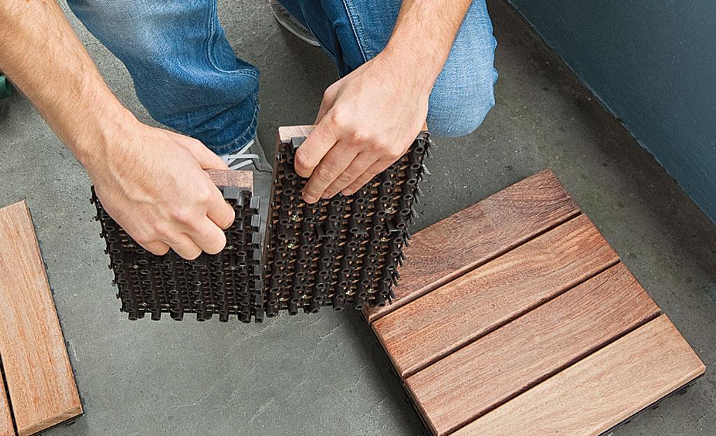 Holzfliesen-balkon | Holzterrasse | Selbst.de Auf Dem Balkon Holzfliesen Verlegen