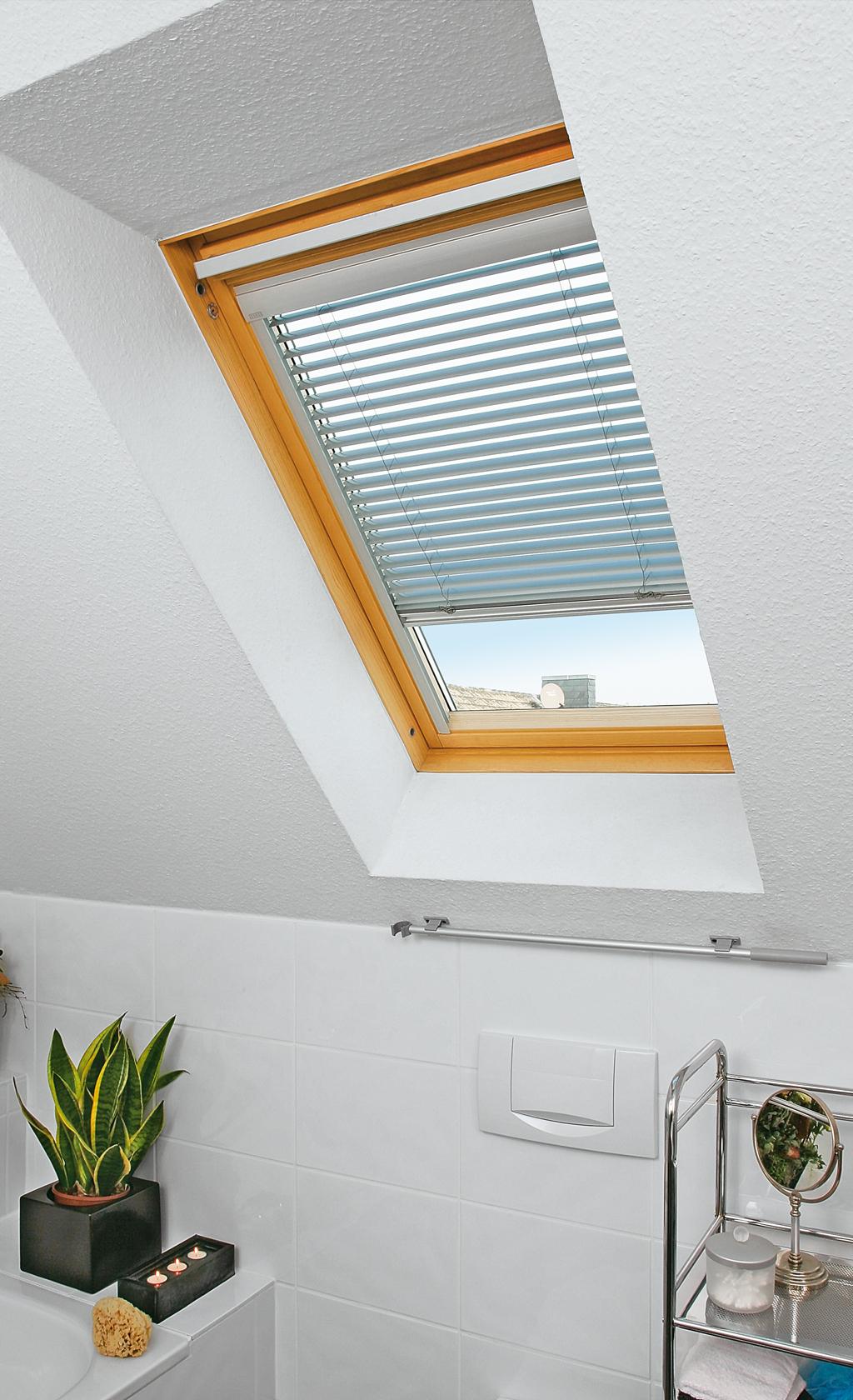 Dachfenster-Jalousie montieren