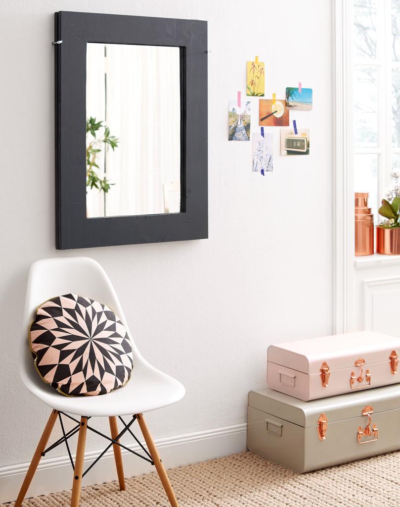 Klapptisch und Wandspiegel