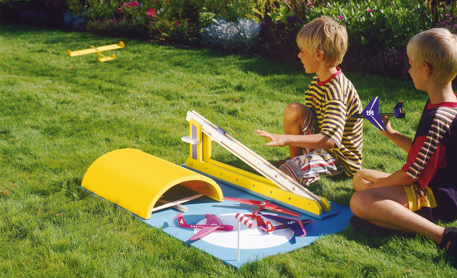 Wäschetruhe Holz Selber Bauen ~ Flugzeug basteln  Spielzeug & Spielgeräte  selbst de