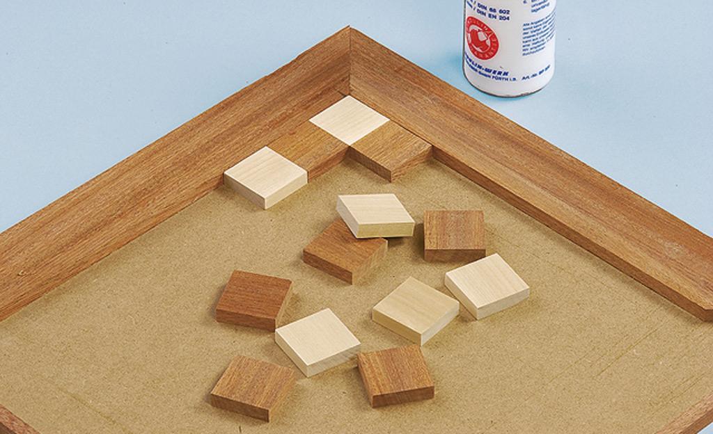 schach spielbrett holzspielzeug krippen bild 7. Black Bedroom Furniture Sets. Home Design Ideas