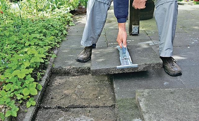 Steinpflaster aufnehmen