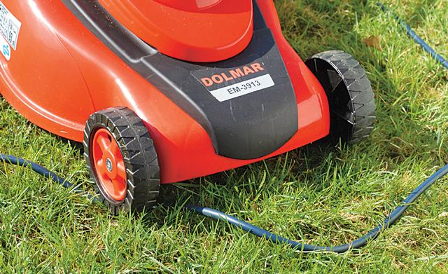 Rasenmäher: Stromkabel durchtrennt