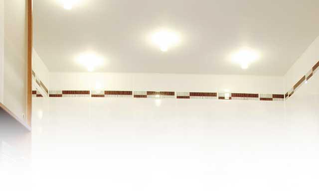 Deckenverkleidung Mit Paneelen | Renovieren & Bauen | Selbst.de Deckenverkleidung Badezimmer Beispiele