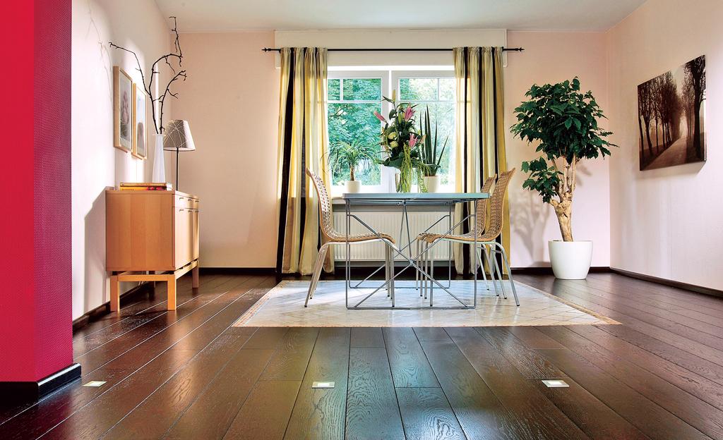 klick parkett mit flieseninsel bodenbel ge. Black Bedroom Furniture Sets. Home Design Ideas
