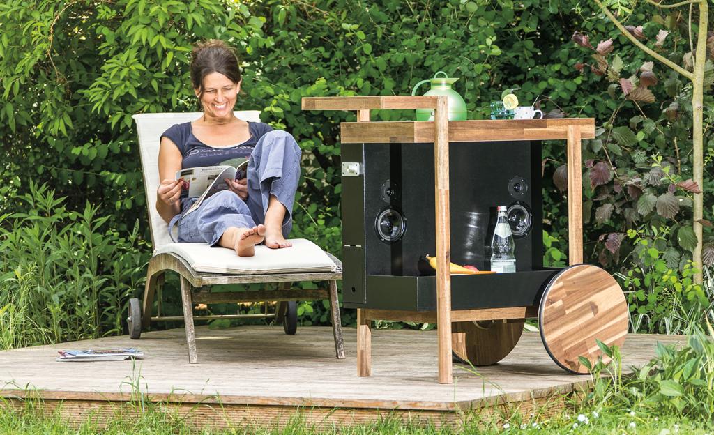 servierwagen mit lautsprecher. Black Bedroom Furniture Sets. Home Design Ideas