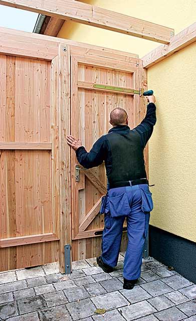 Tür einhängen und fixieren