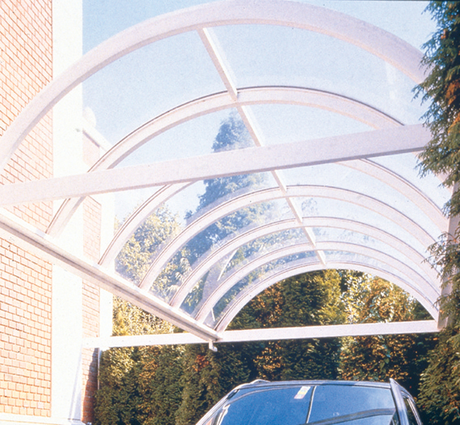 Carport aus Plexiglas