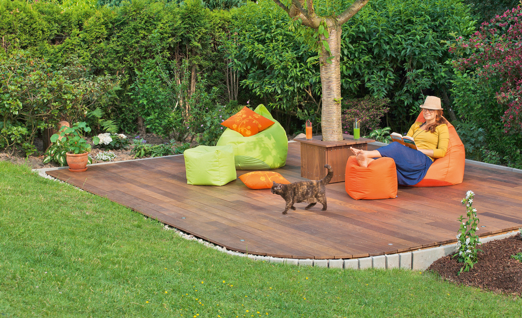 Chill out terrasse holzterrasse for Gartengestaltung umrandung