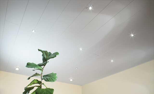 deckenverkleidung mit paneelen | renovieren & bauen | selbst.de - Moderne Deckenverkleidung Wohnzimmer