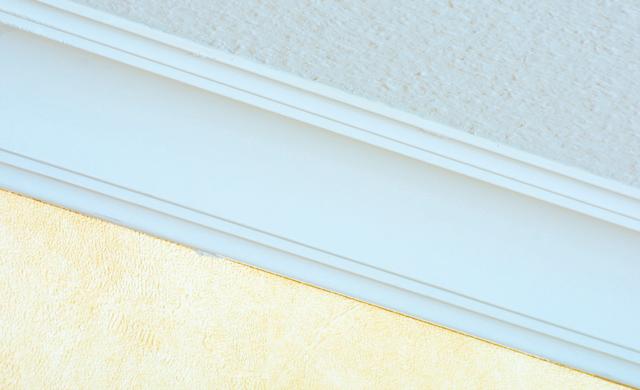 deckenprofile zuschneiden und anbringen wohnen deko. Black Bedroom Furniture Sets. Home Design Ideas