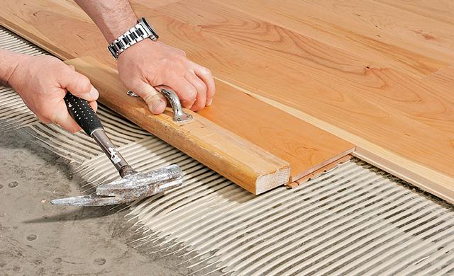 Holzfußboden Verlegen Anleitung ~ Holzdielen verlegen selbst