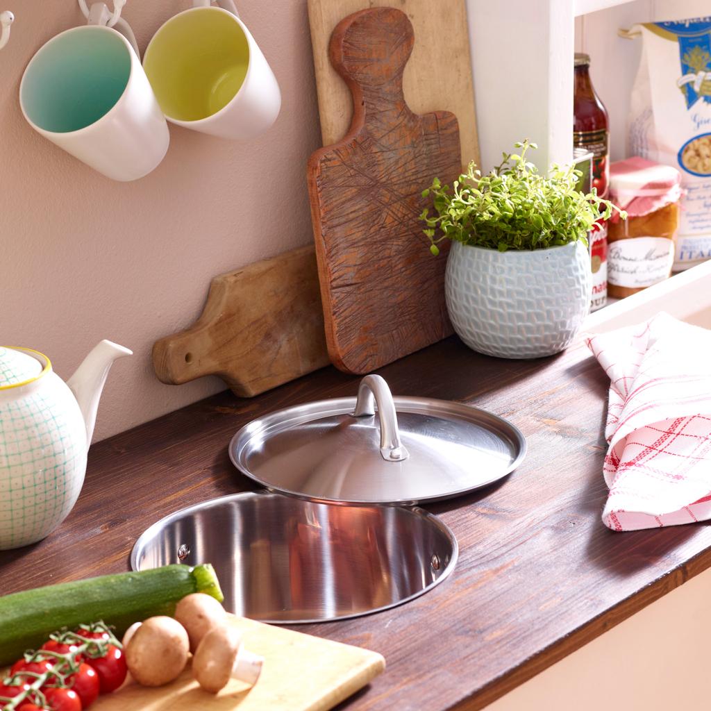 Biomülleimer in der Küchenarbeitsplatte