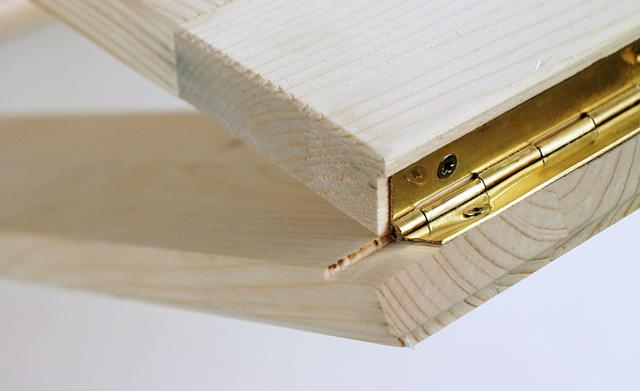 Tischplatte und -bein verbinden