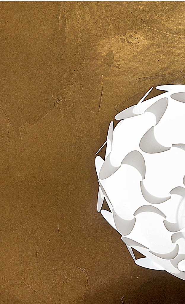 Metallt ne farbe mit gold effekt lackieren streichen for Zimmerwand farben