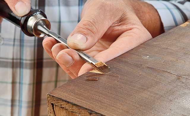 Furnierschäden ausbessern | Restaurieren & Reparaturen | selbst.de