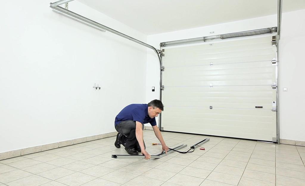 garagentor mit montage garagentor sektionaltor montage anleitung bild die montage eines tores. Black Bedroom Furniture Sets. Home Design Ideas