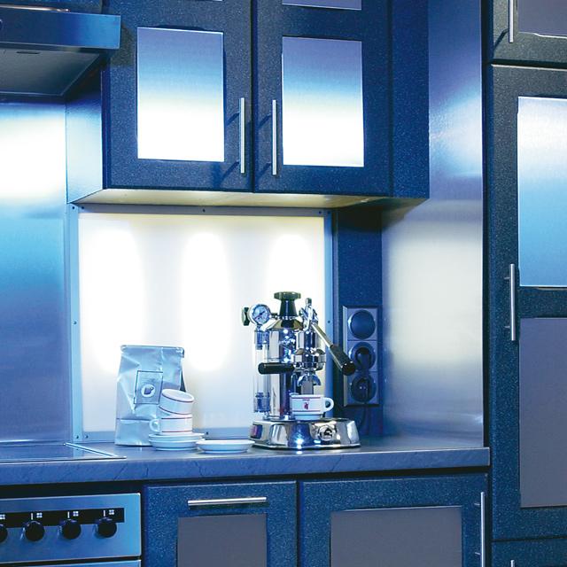 Küchenspiegel mit indirekter Beleuchtung