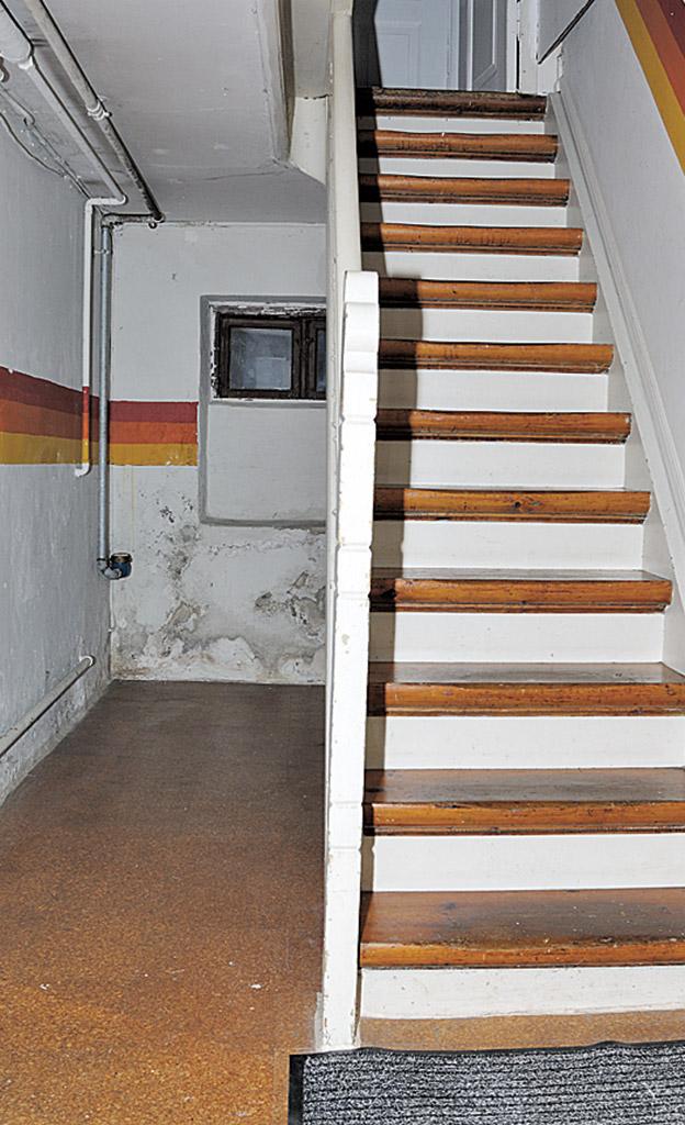 Kellertreppe Streichen