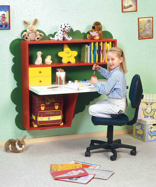 ein schreibtisch f rs kinderzimmer. Black Bedroom Furniture Sets. Home Design Ideas