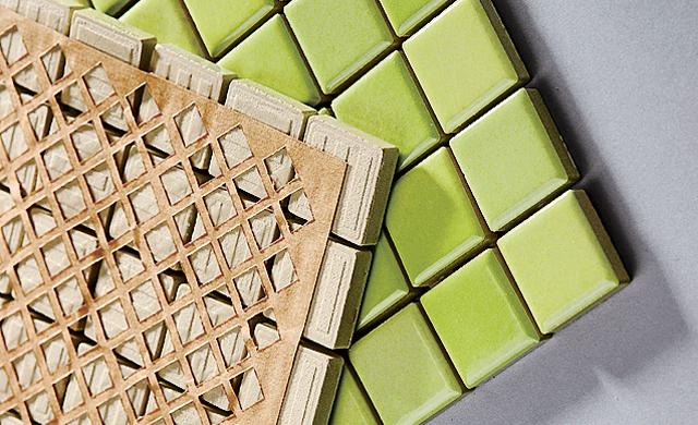 Mosaikflliesen auf Papiernetz-Rücken