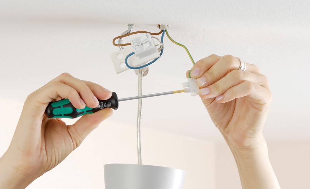 lampe an decke befestigen ohne bohren nebenkosten f r ein haus. Black Bedroom Furniture Sets. Home Design Ideas