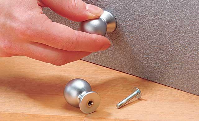 nachtschrank aufm beln restaurieren reparaturen. Black Bedroom Furniture Sets. Home Design Ideas