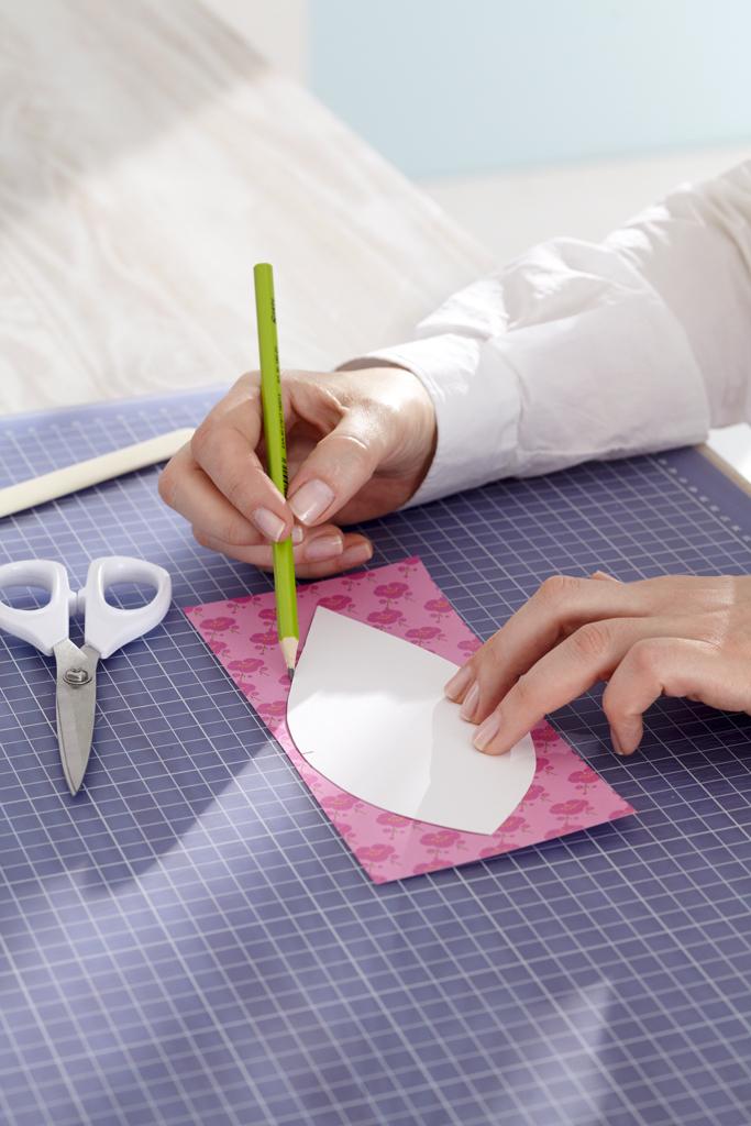 Wandschmuck: Papierblumen basteln