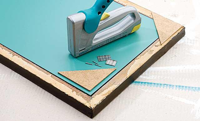 spiegel im rahmen mit umlaufender beleuchtung selber bauen. Black Bedroom Furniture Sets. Home Design Ideas
