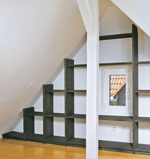 giebelwand regal schr nke regale bild 2. Black Bedroom Furniture Sets. Home Design Ideas