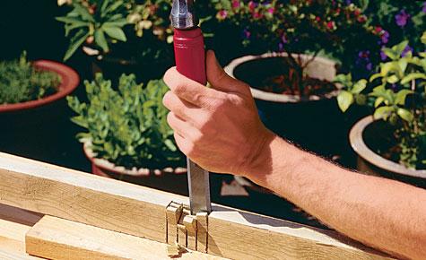 Schritt 2: Holzstücke ausstemmen