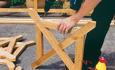 Schritt 7: Rahmenhölzer auf Kreuze schrauben