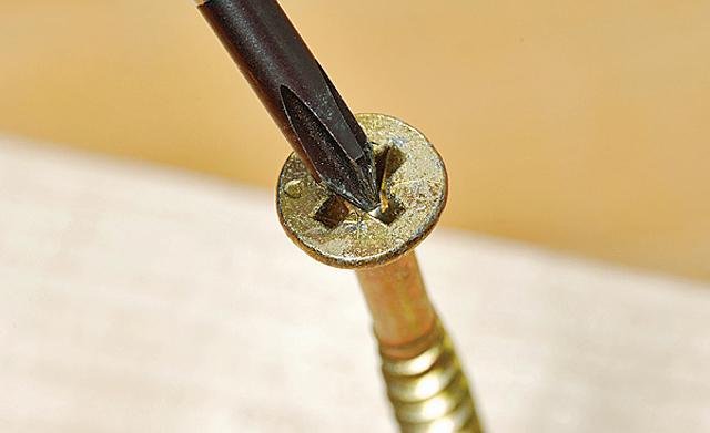 passenden Schraubendreher verwenden