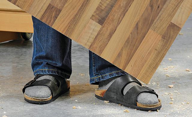 festes Schuhwerk Sicherheitsschuhe tragen