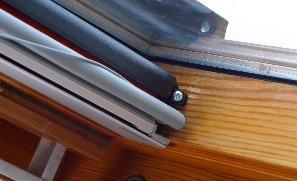 dachfenster rollo treppen fenster balkone. Black Bedroom Furniture Sets. Home Design Ideas
